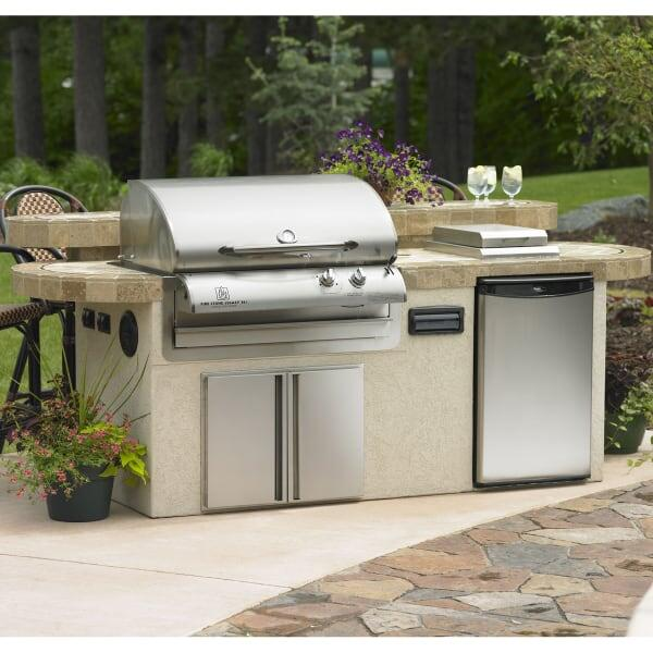 St. Martin Outdoor Kitchen by Outdoor GreatRoom